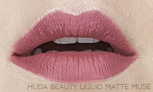 Jak się malować by Marta Malek Lip Tin Huda Beauty Liquid Matte Muse
