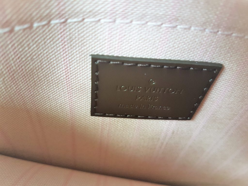 Torebka Louis Vuitton Neverfull Damier Ebène MM interior of the bag logo rose ballerina