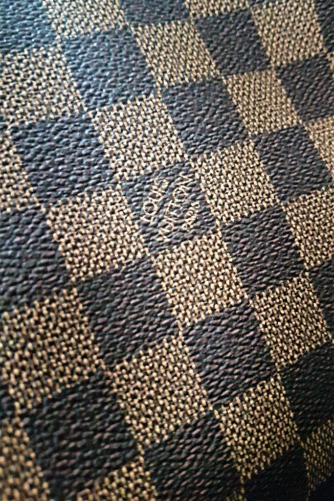 Torebka Louis Vuitton Neverfull Damier Ebène MM zoom on the details wzór