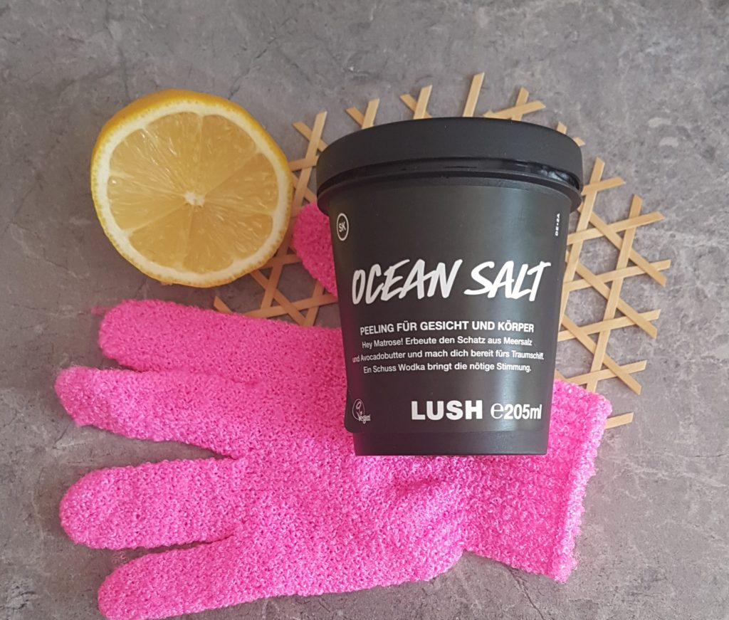 lush ocean salt self preserving lemon exfoliating glove